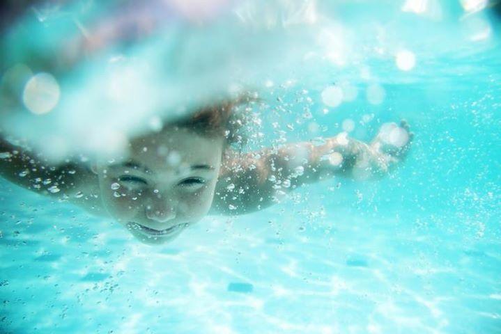 ¿Cómo reaccionar ante el ahogamiento de un niño?