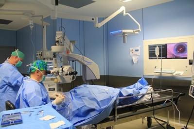 Dr. Costa operando
